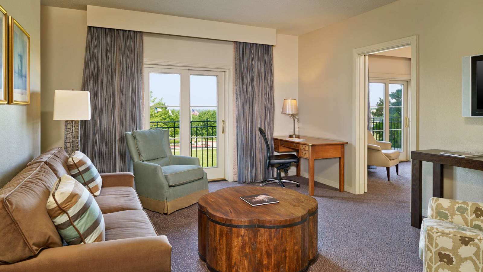 Frisco Accommodation - Executive Suite - The Westin Stonebriar Hotel and Golf Club